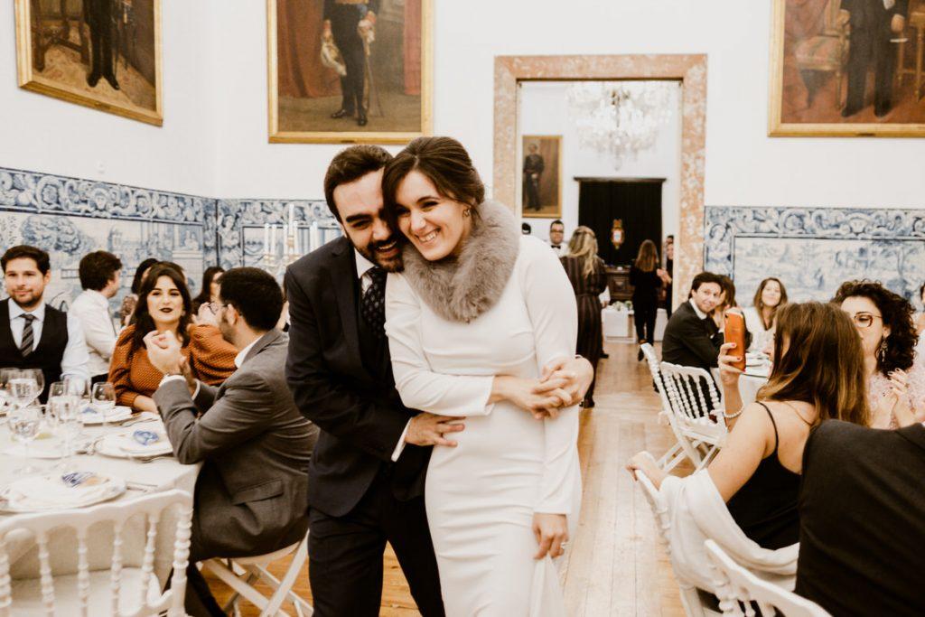 casamento no palacio da cruz vermelha noivos entram na sala