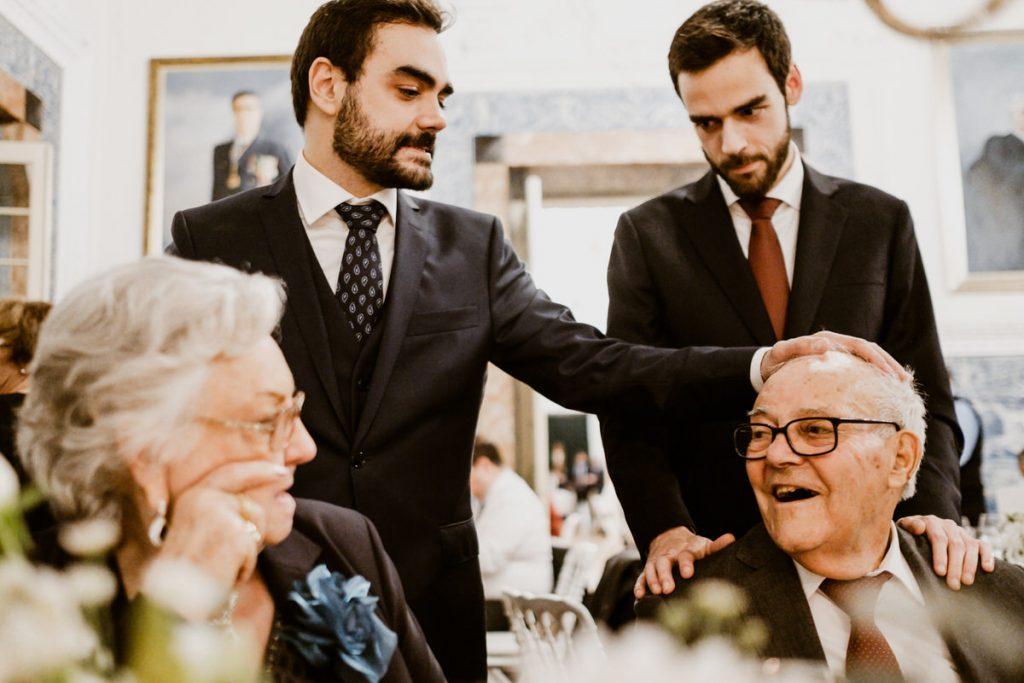 casamento no palacio da cruz vermelha noivo com avós